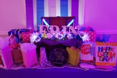S16-Gift-table-with-gifts